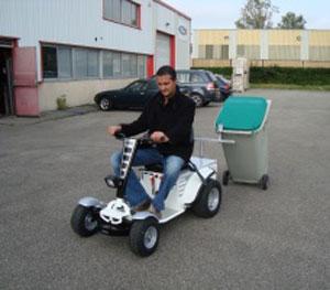 tracteur-autoporte-electrique-Cadeo-poubelle