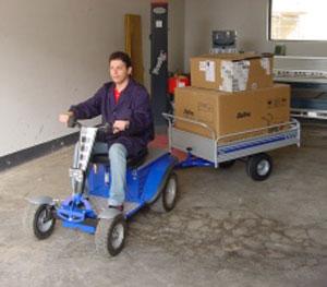 tracteur-autoporte-electrique-Cadeo-remorque-entreprise