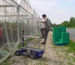 echafaudage-roulant-electrique-Flyer-exterieur